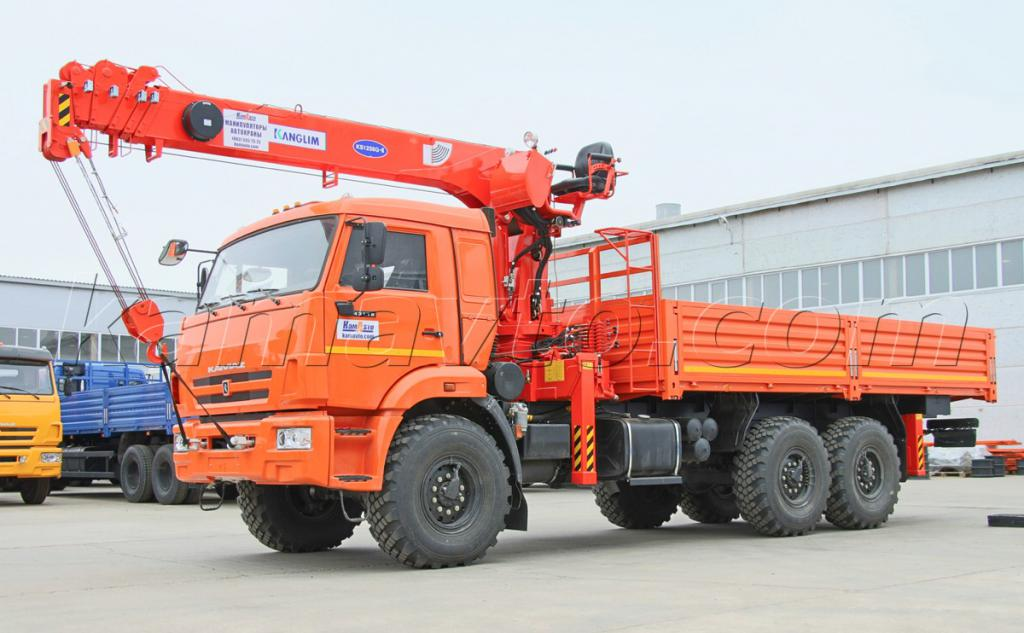 KAMAZ with trailer sweeper device